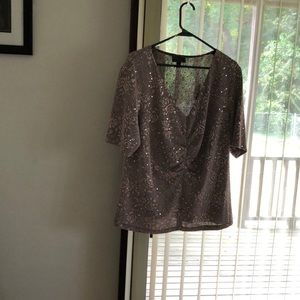 Evening blouse with sequins.